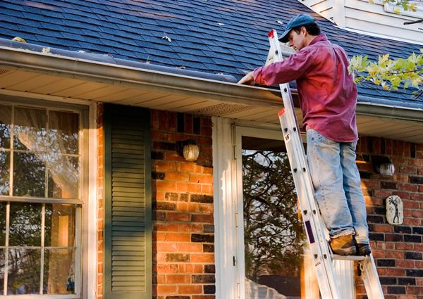 A Homeowner's Easy Roof Maintenance Checklist
